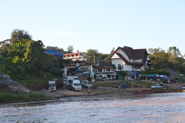 Laos & Thai border crossing, Thai side.